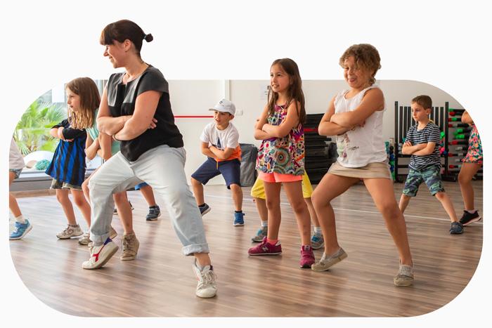 Corsi-kids-bambini-Tennis-prato-square-sport-covers-center-BVS-square-sport-club-Junior-club-rastignano-bologna